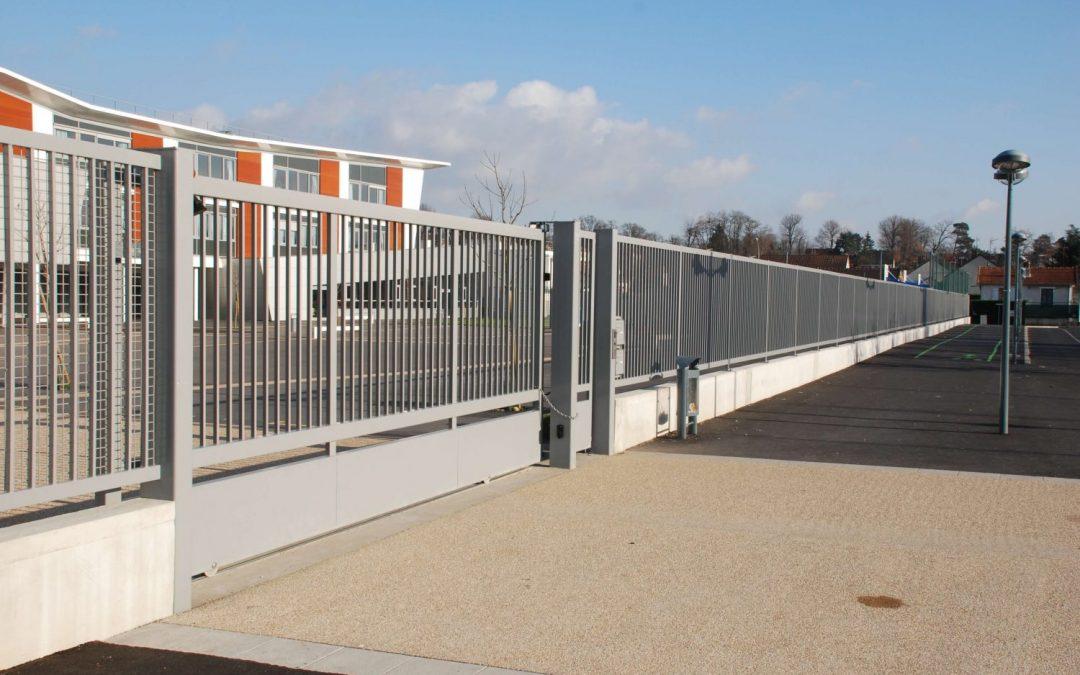 Pose d'un rail pour portail coulissant : comment s'y prendre ?