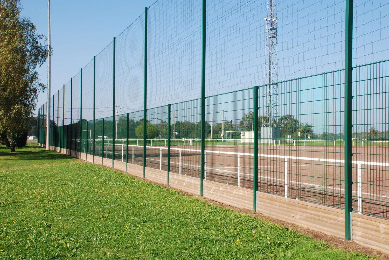 cl tures pare ballons terrain de sport tennis football. Black Bedroom Furniture Sets. Home Design Ideas