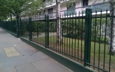 Étude de cas : pose d'une clôture adaptée sur un muret à Courbevoie